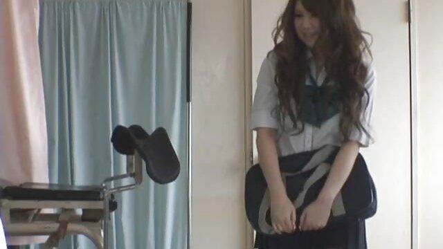 Panas Elena cerita dewasa ibu dan tante seperti tangan di pantatnya.