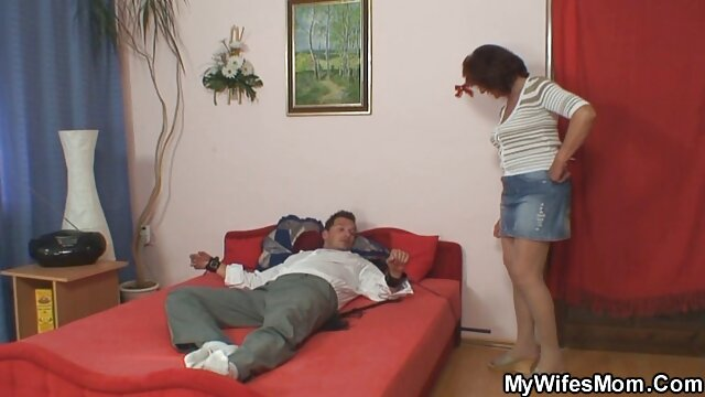 Marie ganda melemparkan kaki di belakang punggungnya dan cerita seks selingkuh dengan tante kemudian merobek poin