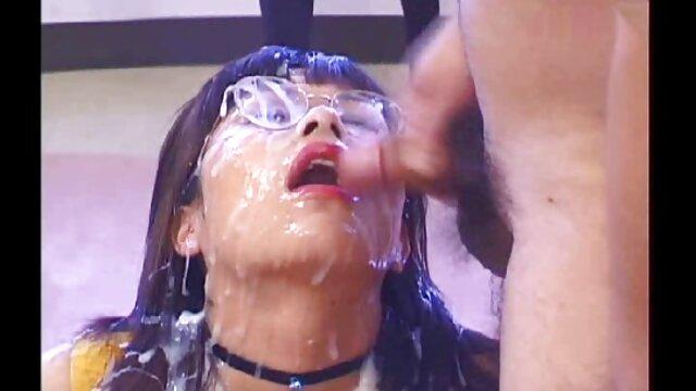 Alih-alih makanan penutup, cerita sex janda bahenol Partai melayani seks.