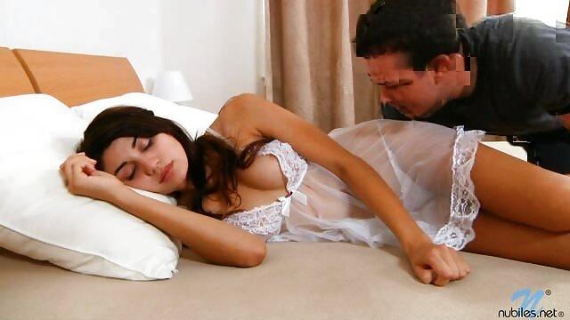 Esperanza cerita sex sedarah dengan tante Gomez menunjukkan sepasang payudara yang bagus, penis yang besar, cengkraman.