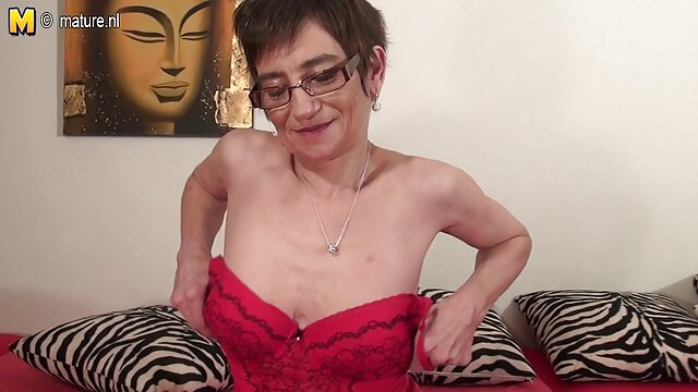 18 tahun cerita seks sama bibi Payudara kecil berbulu